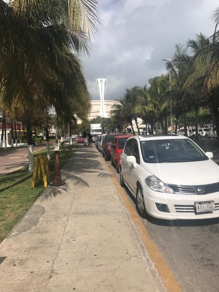 メキシコ カンクン 「クリスタル グランド プンタ カンクン」ホテル前道路