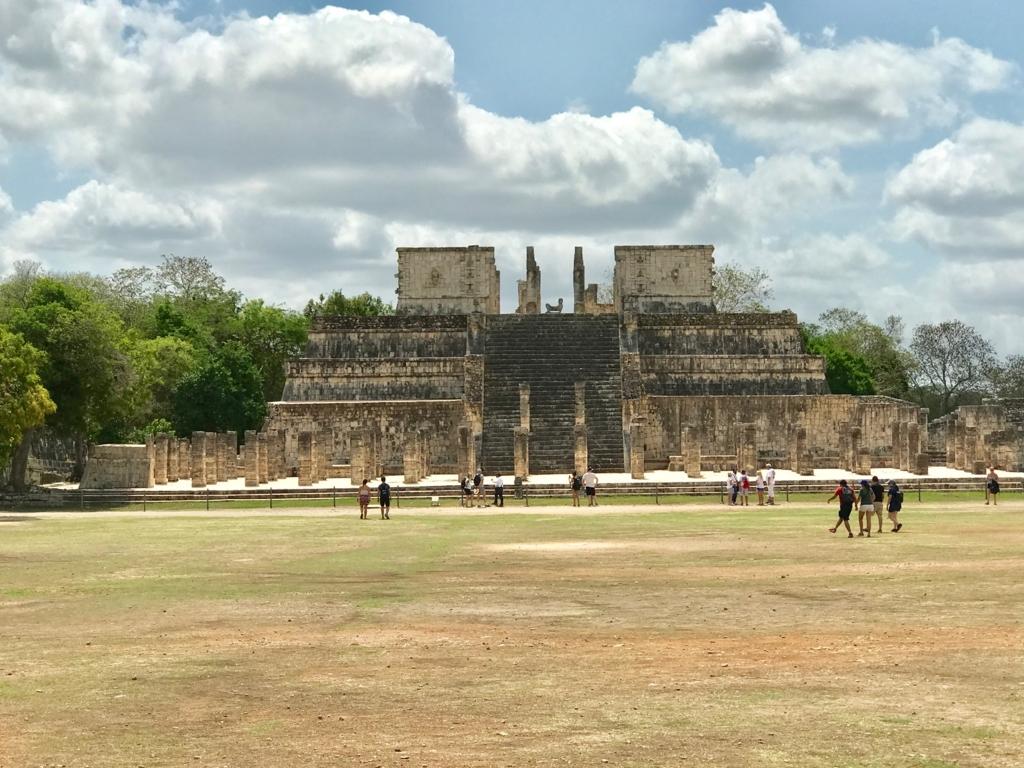 メキシコ チチェン・イッツァ遺跡 戦士の神殿