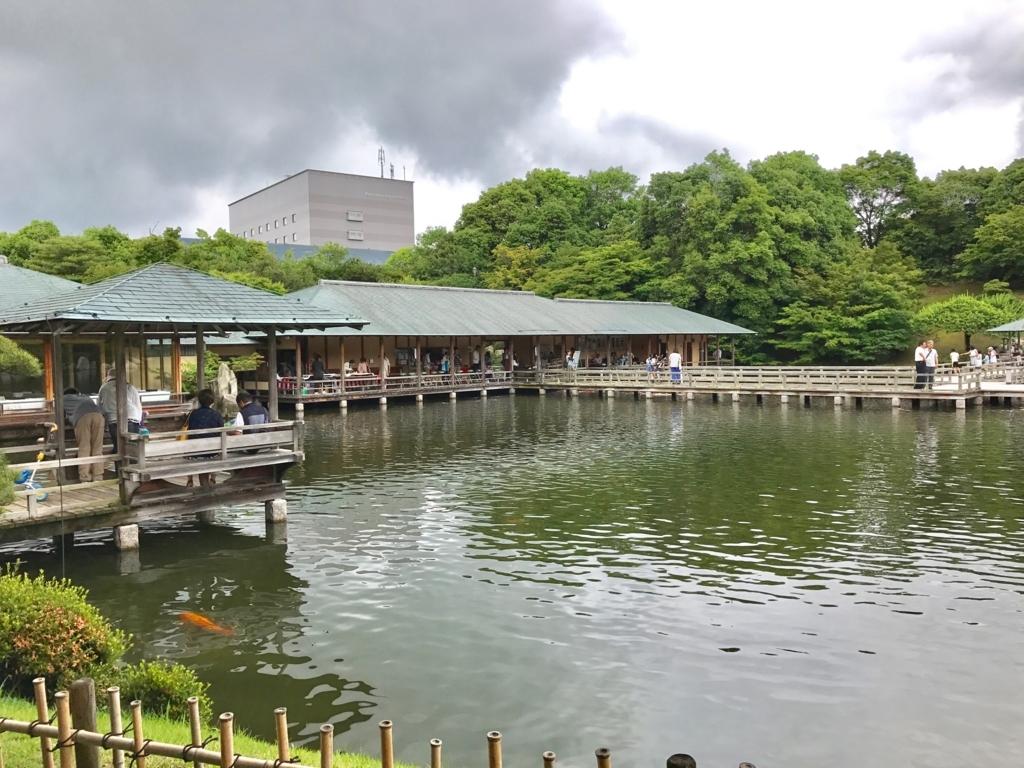 広島県 三景園 潮見亭と大海