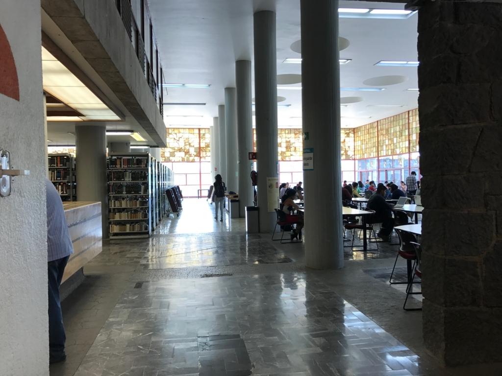 メキシコシティ 国立自治大学 中央図書館内