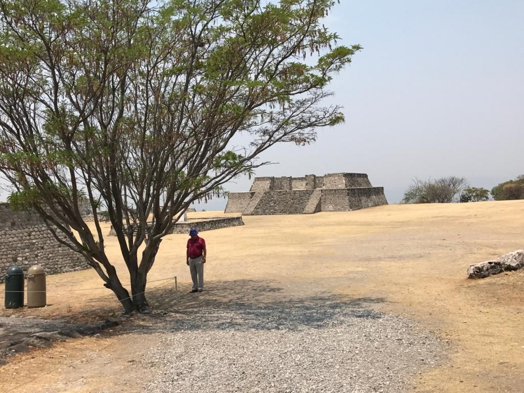メキシコ ソチカルコ遺跡 大ピラミッド前 広場