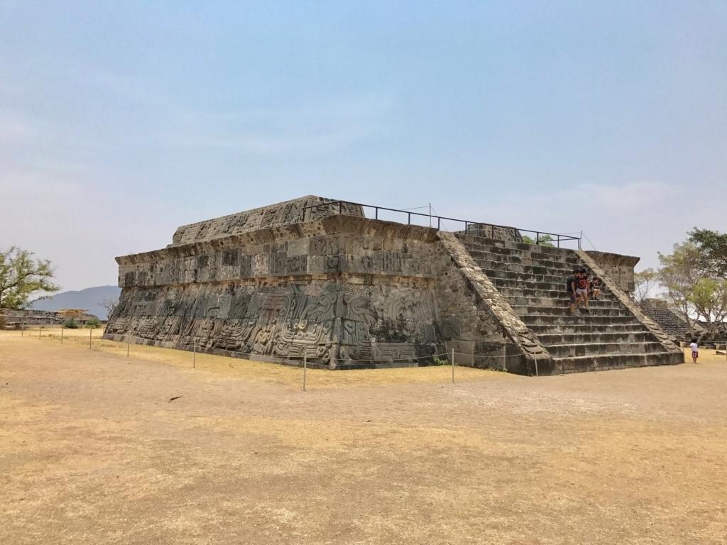 メキシコ ソチカルコ遺跡 ケツァルコアトル神殿