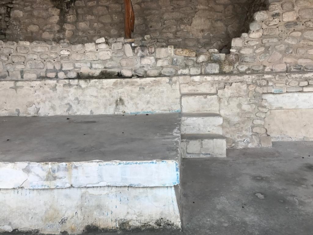 メキシコ ソチカルコ遺跡 彩色祭殿 内部 残る青色