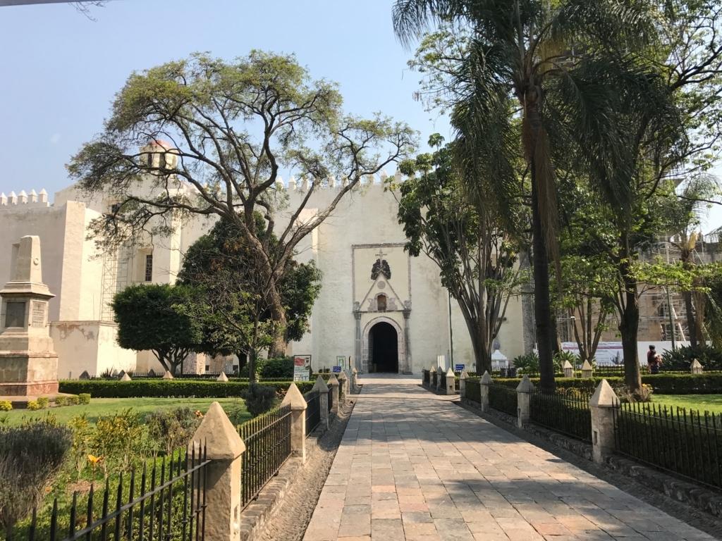 メキシコ クエルナバカ大聖堂へ 庭園の中