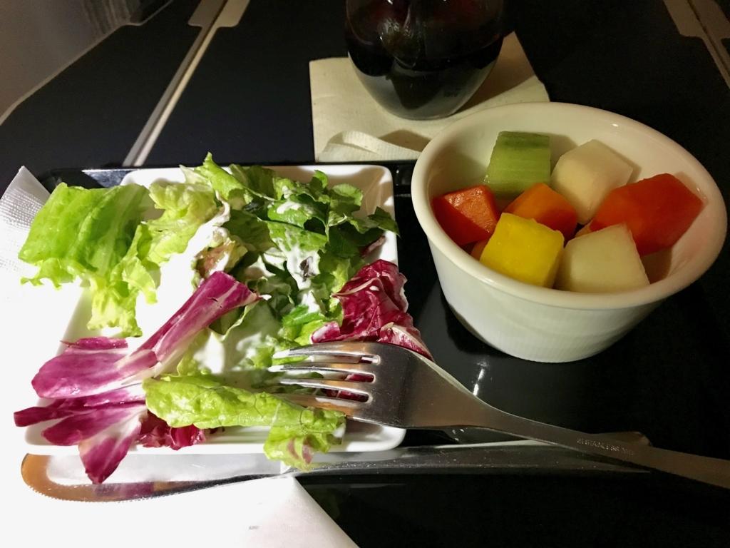 メキシコシティ-成田 ANA0179便 お好きな時に「ガーデンサラダ」と「フルーツ」