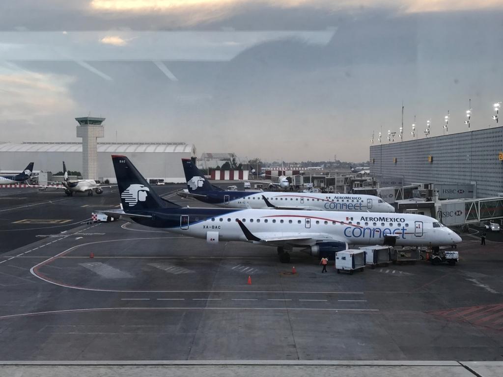 メキシコシティ 国内線ターミナル アエロメキシコ航空機