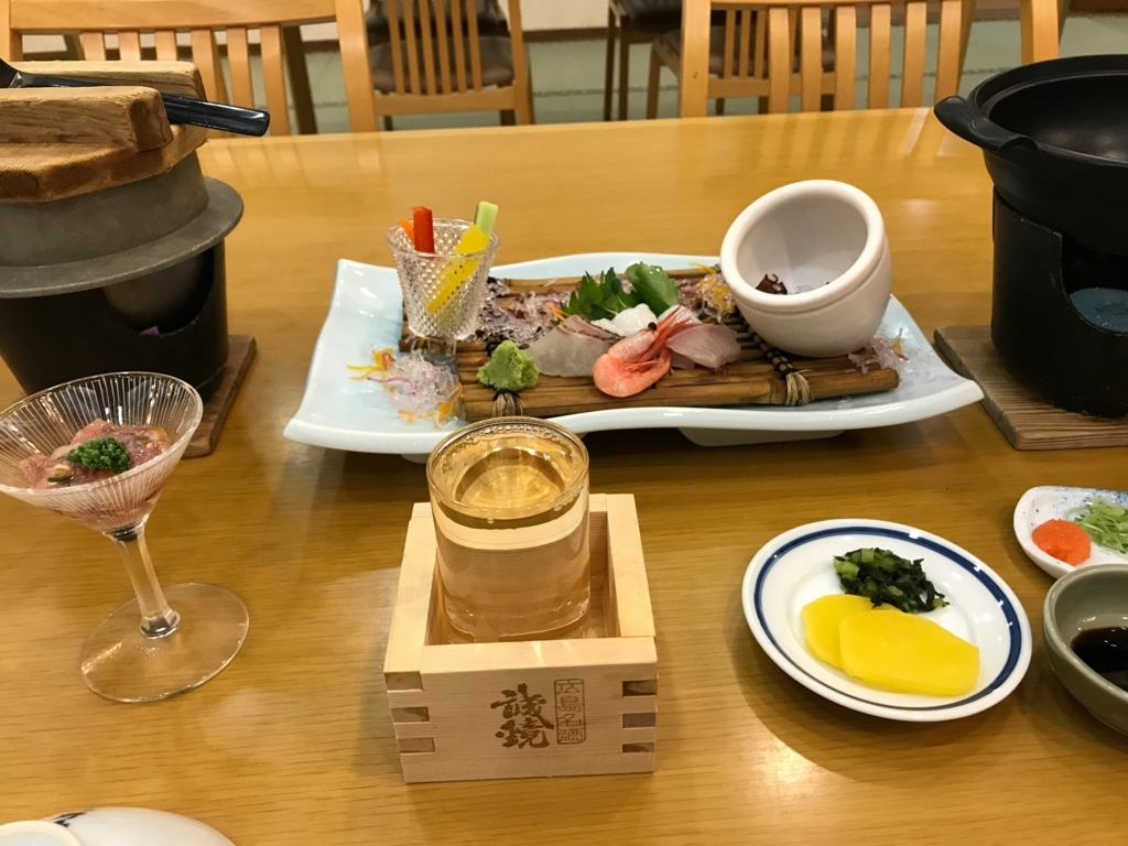 「休暇村 大久野島」タコ会席 先附:蛸の塩辛、造り:四種盛り、香物:二点盛り
