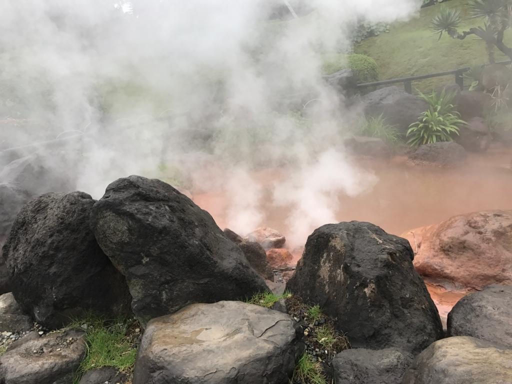 別府温泉「地獄めぐり」海地獄 高音の赤茶の池