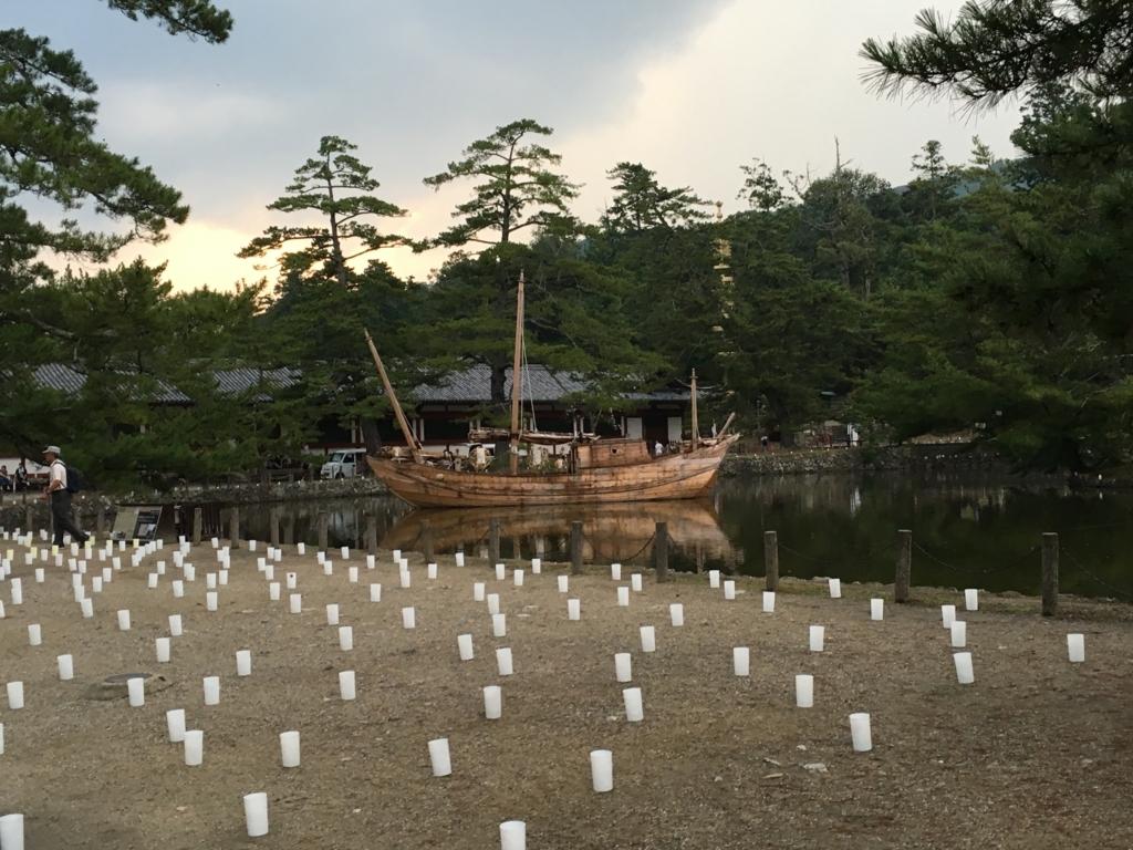 奈良県東大寺「大仏殿夜間参拝」中門付近 鏡池のまわりのライトアップ準備
