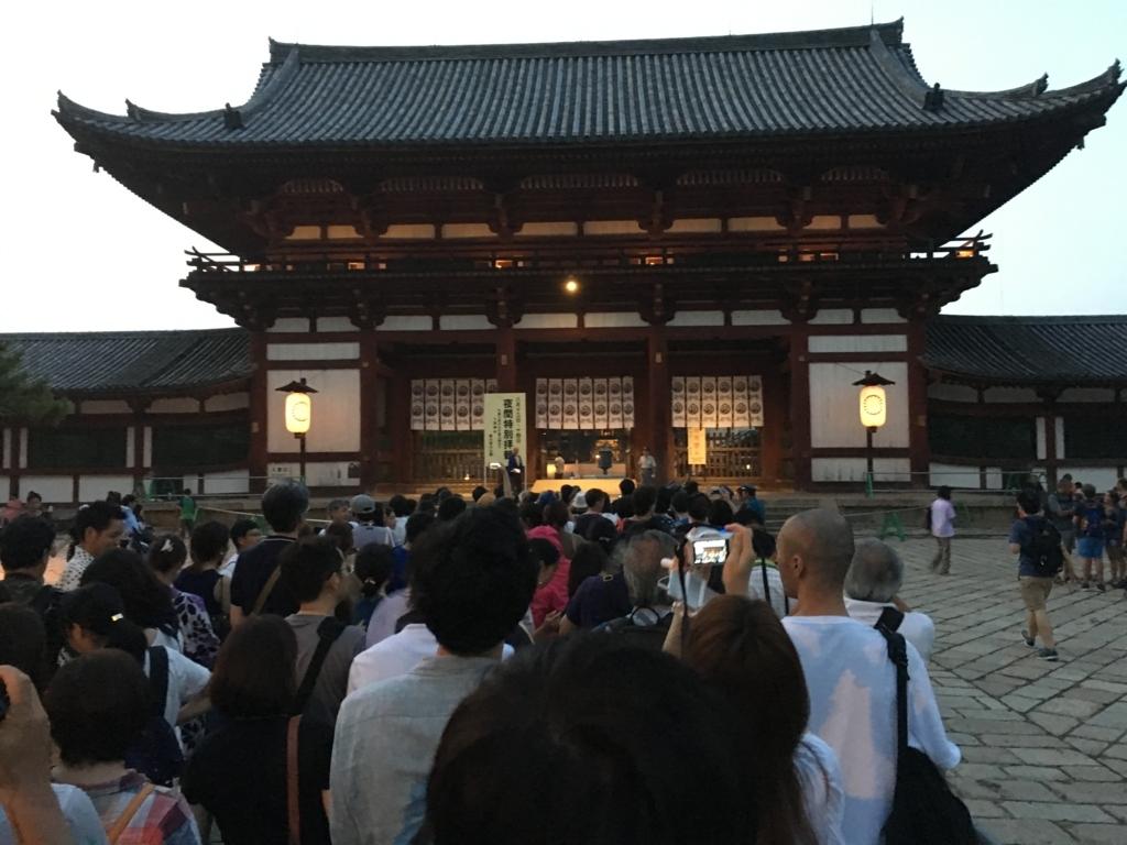 奈良県東大寺「大仏殿夜間参拝」 中門 開門