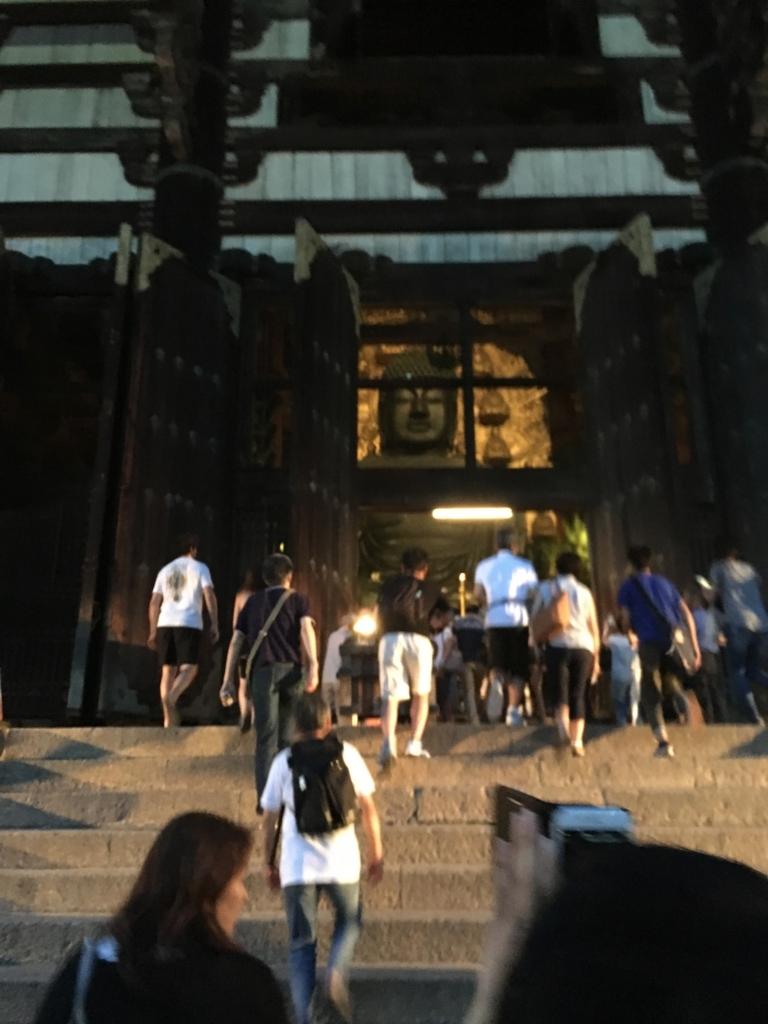 奈良県東大寺「大仏殿夜間参拝」大仏殿の正面の「観相窓」open