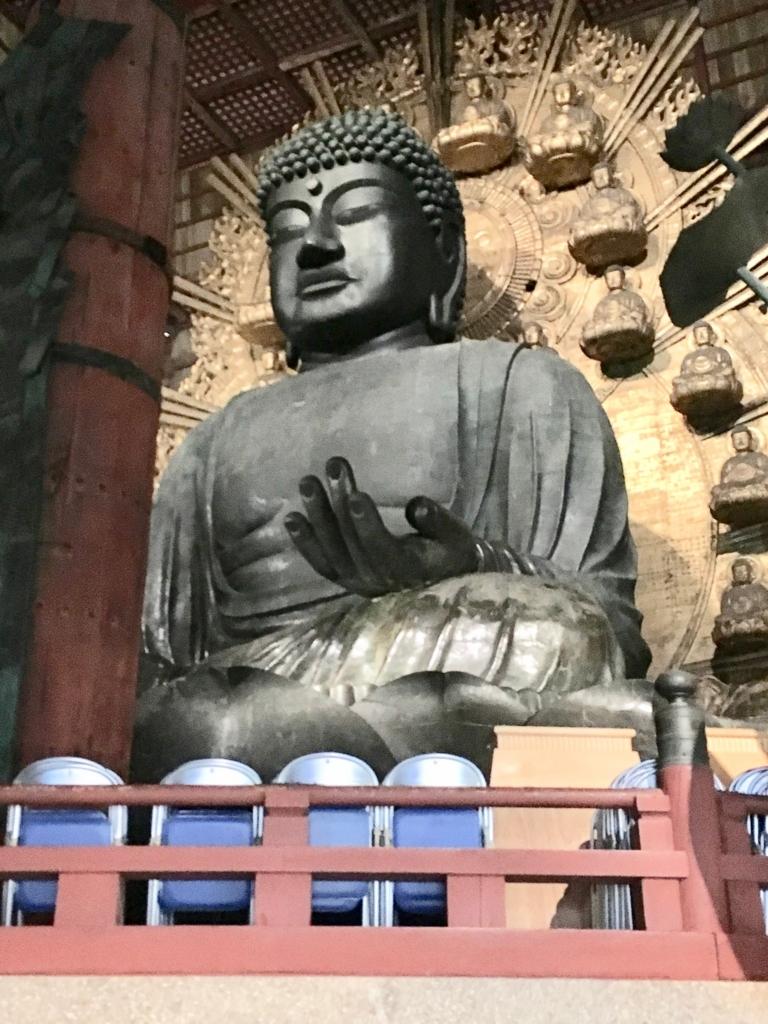 奈良県東大寺「大仏殿夜間参拝」大仏様 1周して正面へ 大量のパイプ椅子?
