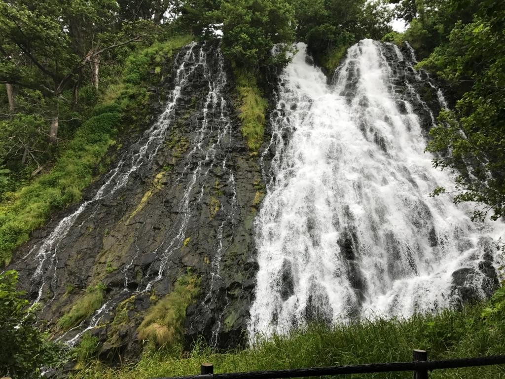 北海道 知床 オシンコシンの滝 階段上
