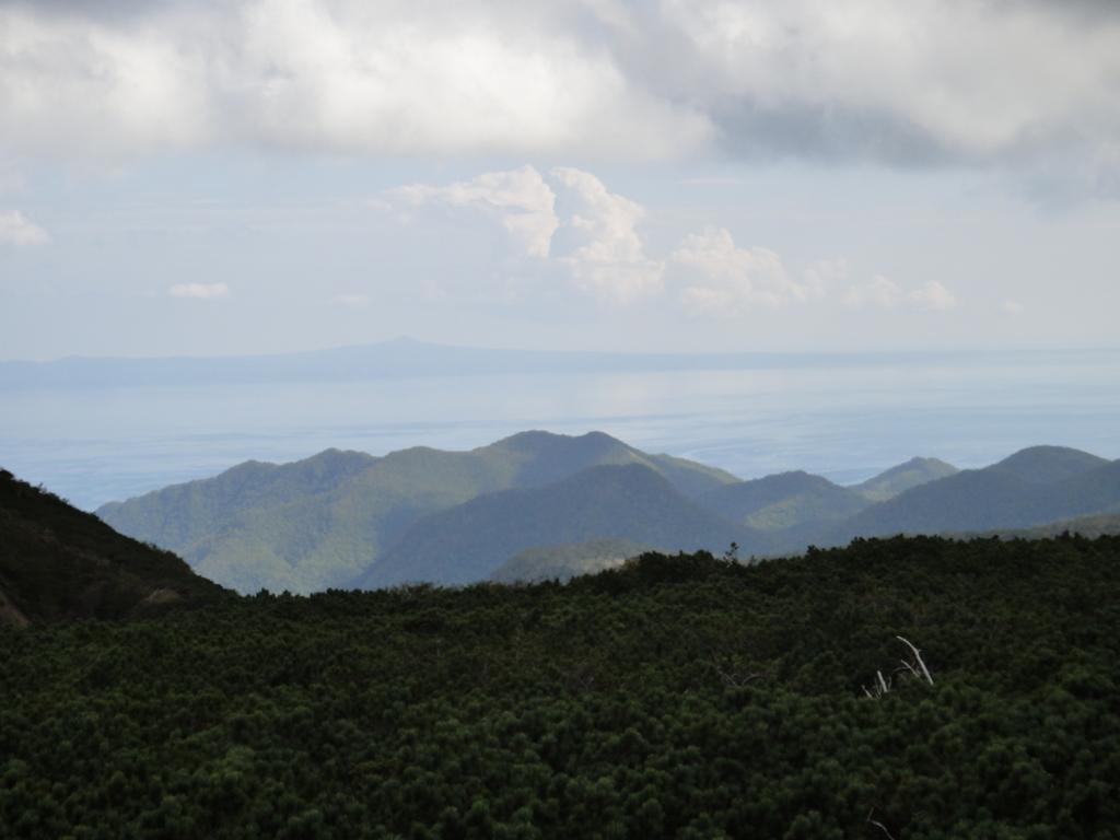 北海道 知床峠 向こうに 北方領土