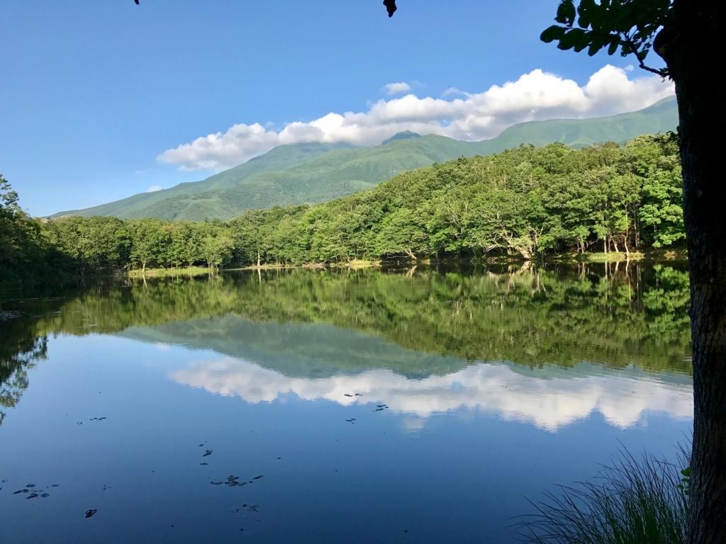 北海道 知床 四湖 湖に映る知床連連峰