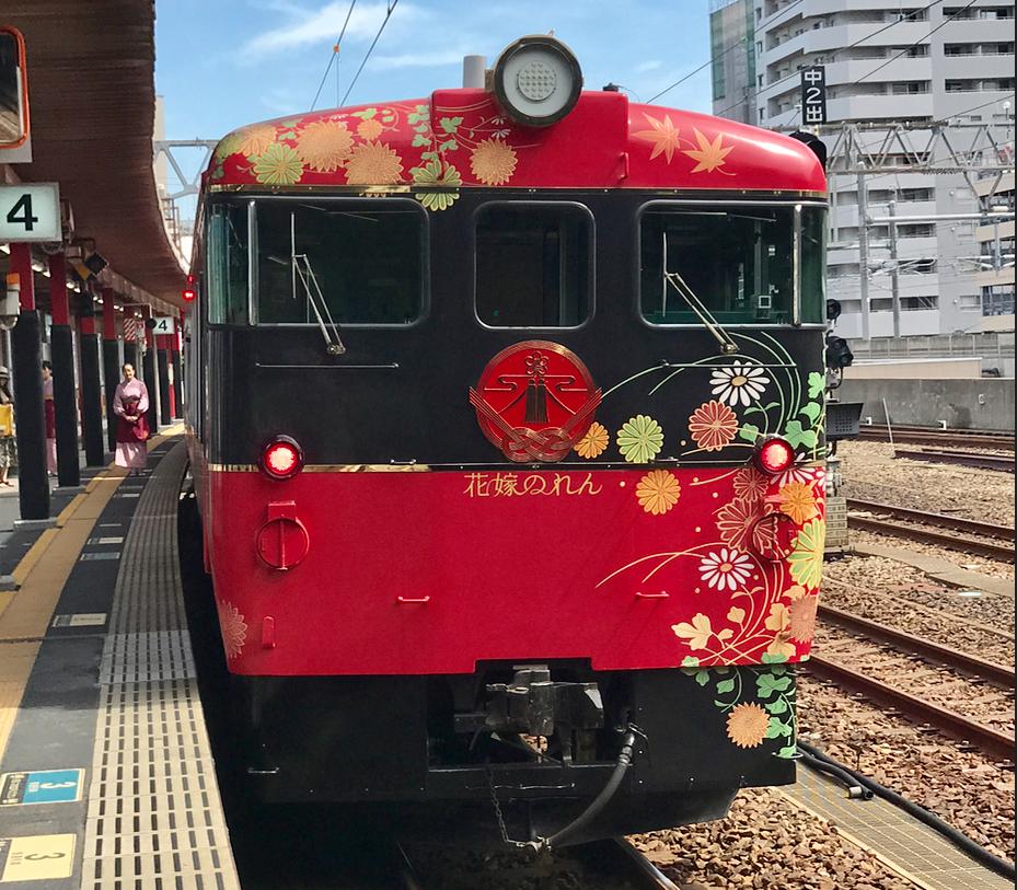 金沢駅 4番線「花嫁のれん1号」