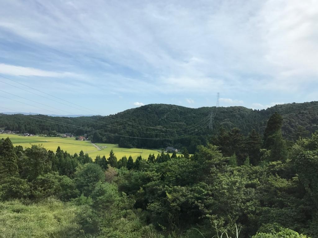 穴水駅から氷見駅へ 高速道路 車窓 緑の山々
