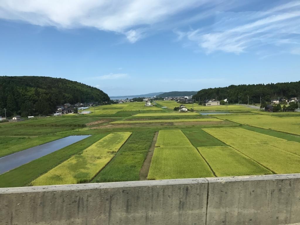 穴水駅から氷見駅へ 高速道路 車窓 田園風景 向こうに七尾湾