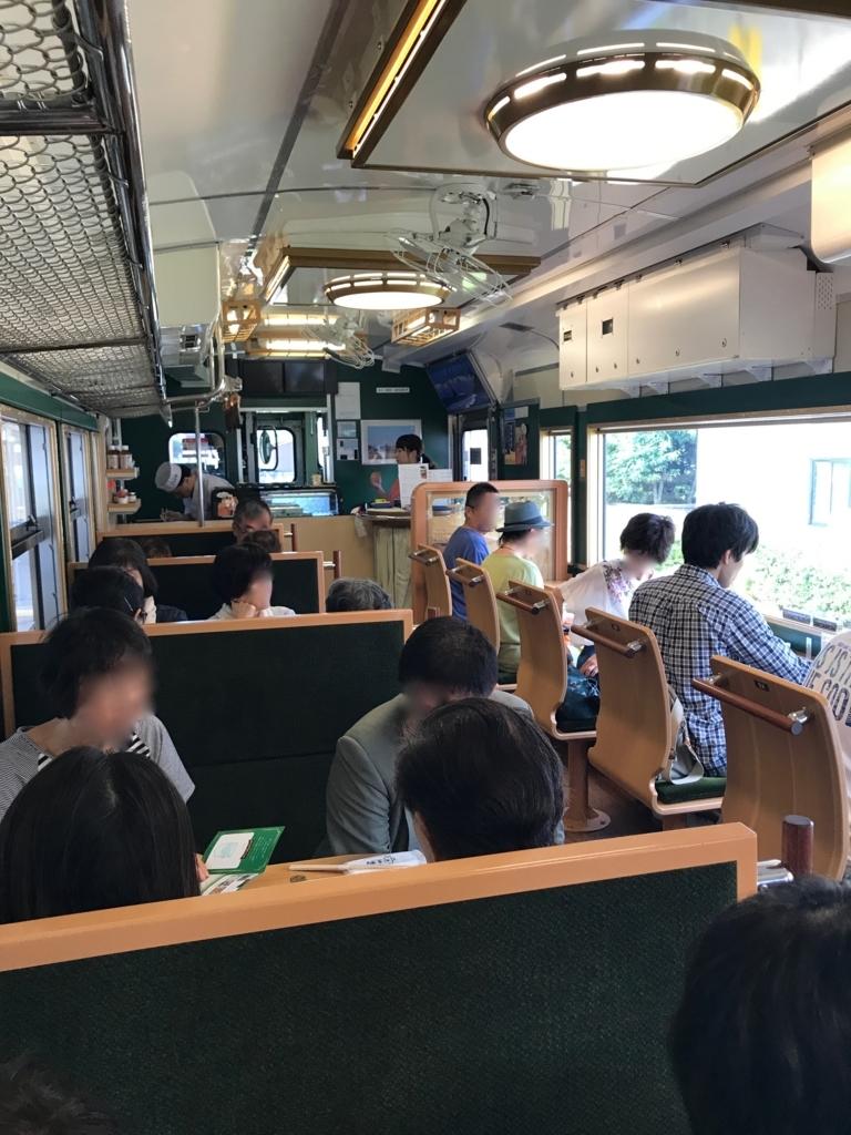 JR氷見線 観光列車「べるもんた4号」車内