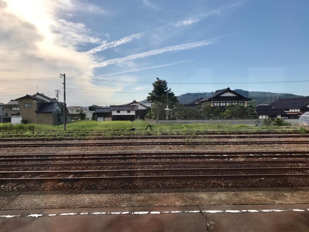 JR氷見線 能町駅 家々の黒い瓦