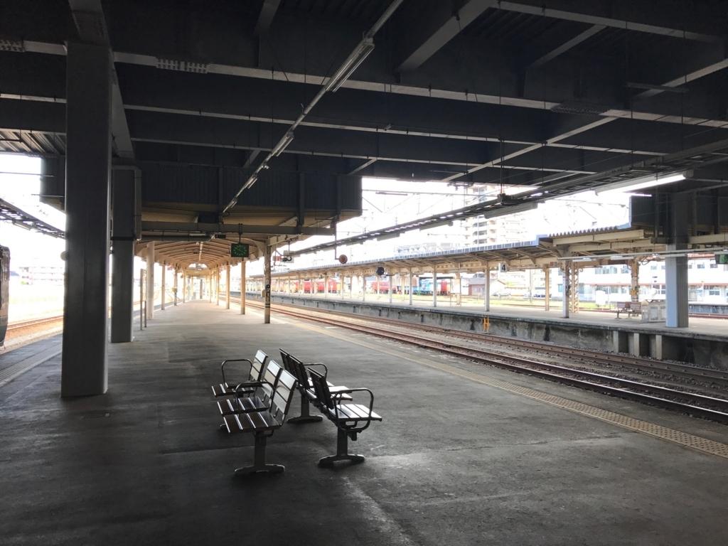 JR氷見線 た高岡駅ホーム