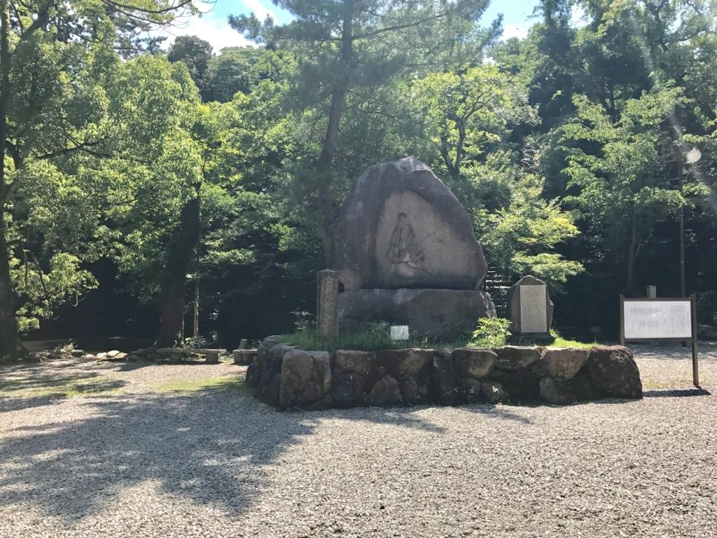 金沢「尾山神社」お松の方像
