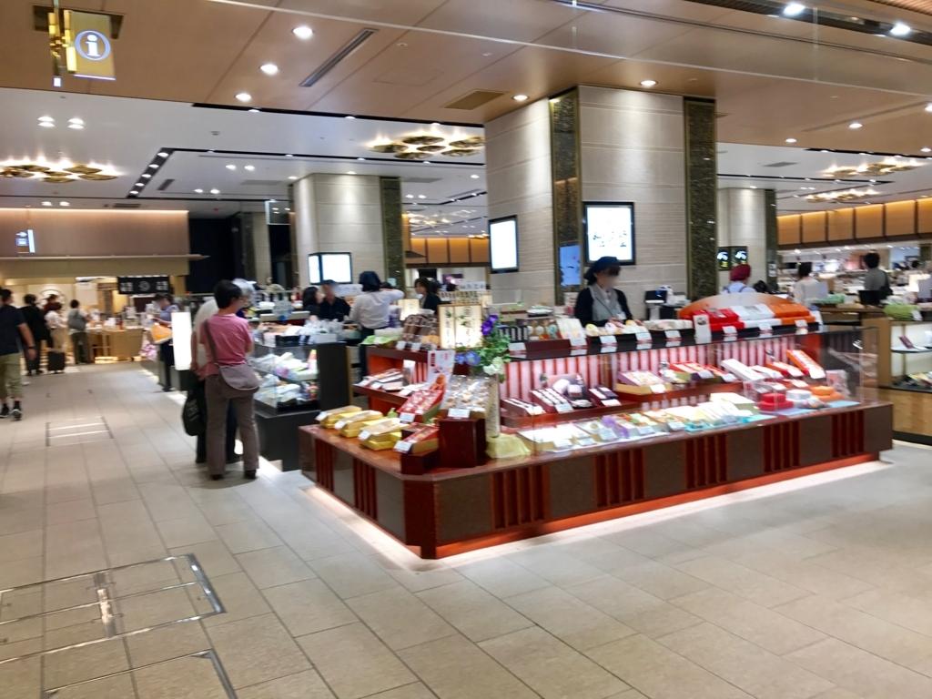 金沢駅 ショッピングモール 「あんと」店内