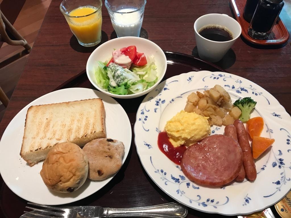 金沢マンテンホテル駅前 朝食 洋食を選択 パンはお替り自由