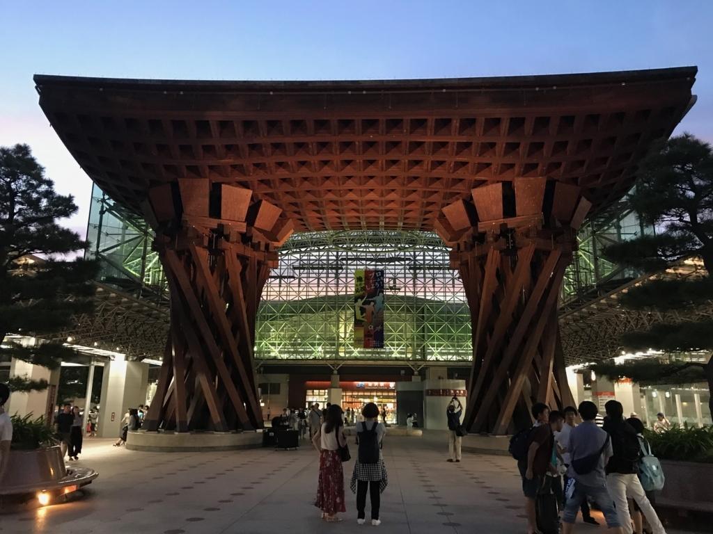 金沢駅 夜の「鼓門」