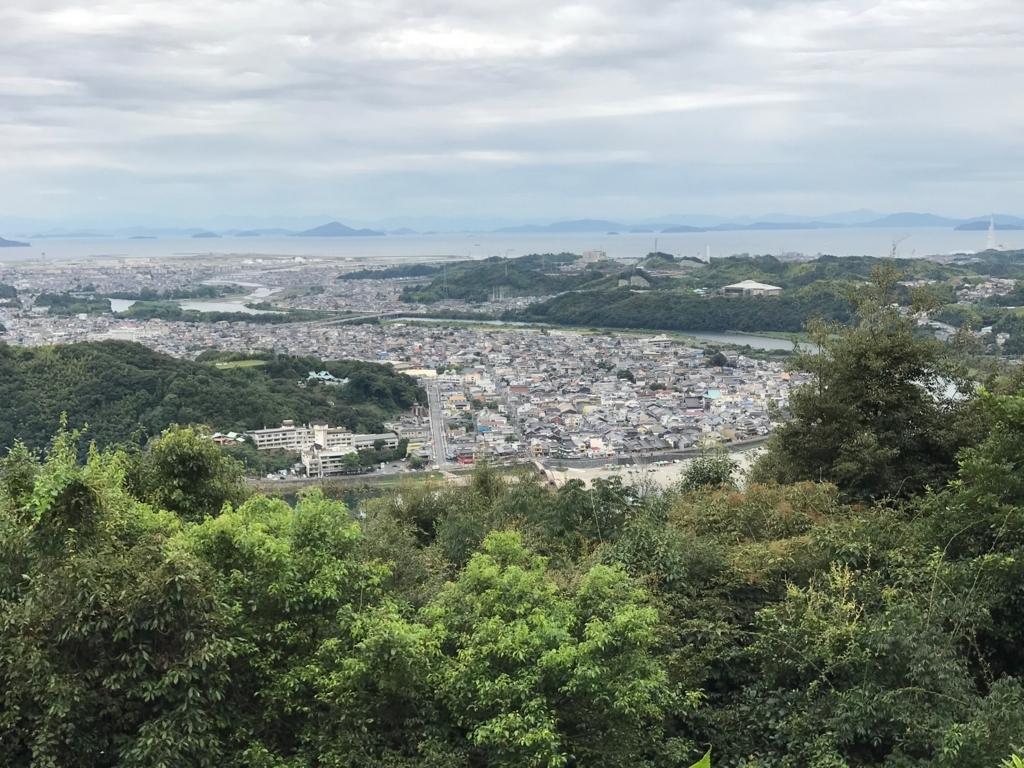 山口県 岩国 岩国城へのロープウエイ山頂駅 展望台 から「錦帯橋」