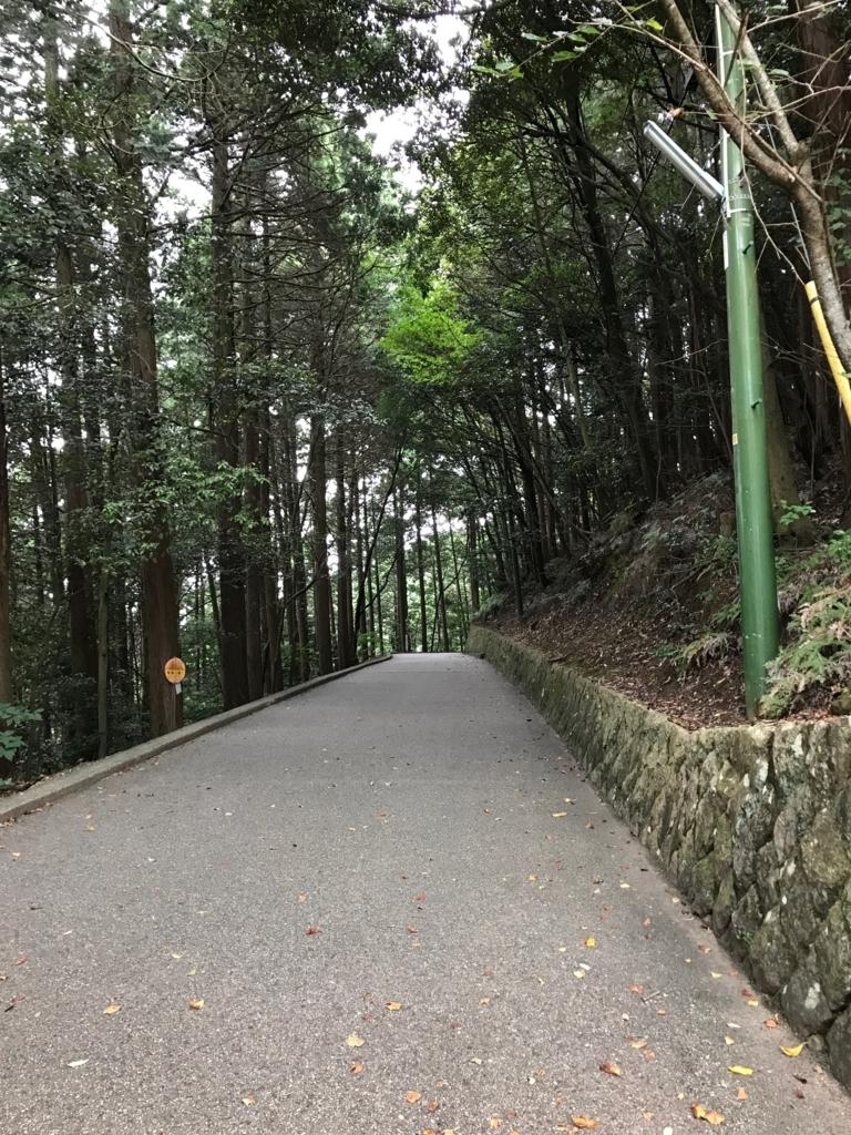 山口県 岩国 ロープウエイ山頂駅近く 岩国城への 広い道