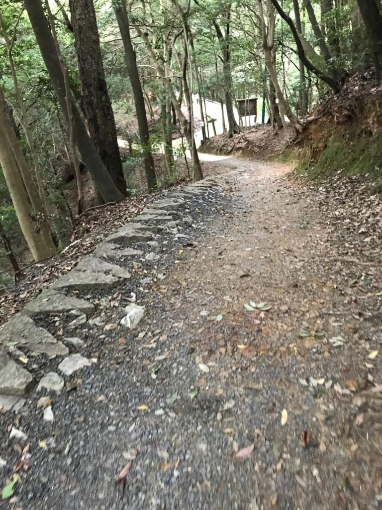 山口県 岩国城への山道 広い道への交差点