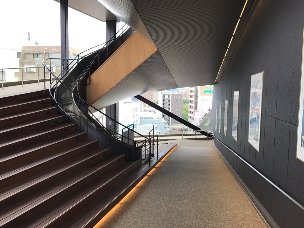 広島県 「おりづるタワー」スロープ「散歩道」