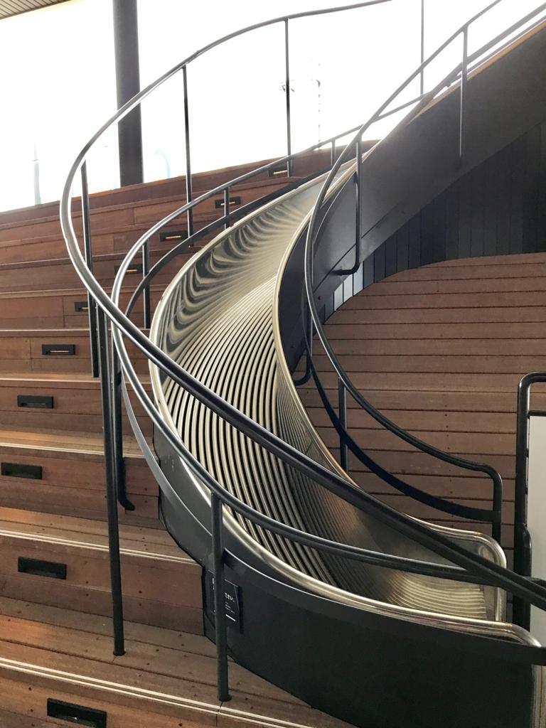 広島県 「おりづるタワー」スロープ「散歩道」滑り台