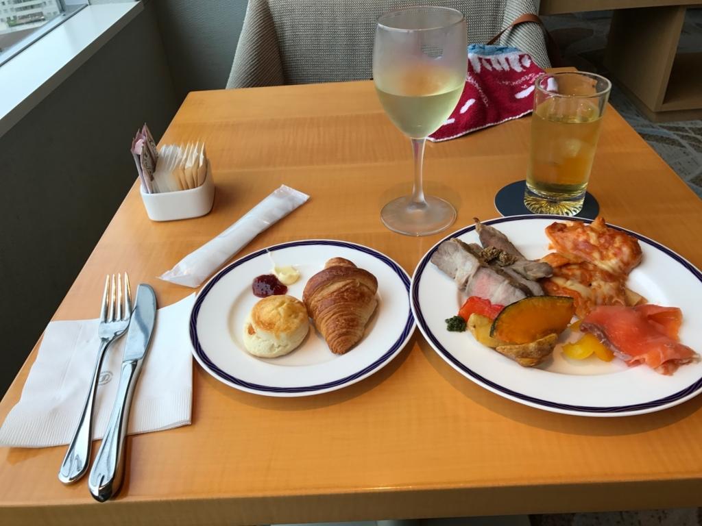 「シェラトングランドホテル広島」クラブラウンジ ハッピーアワー で夕食