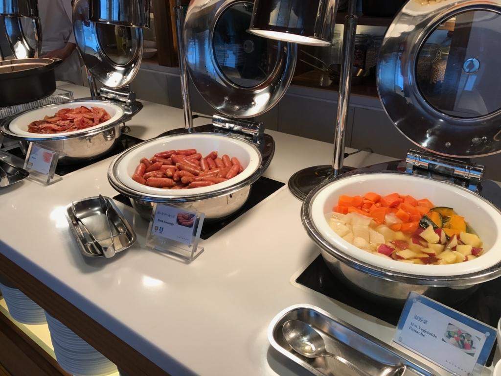 「シェラトングランドホテル広島」Lobby階ブリッジ 朝食ビュッフェ ホットミール