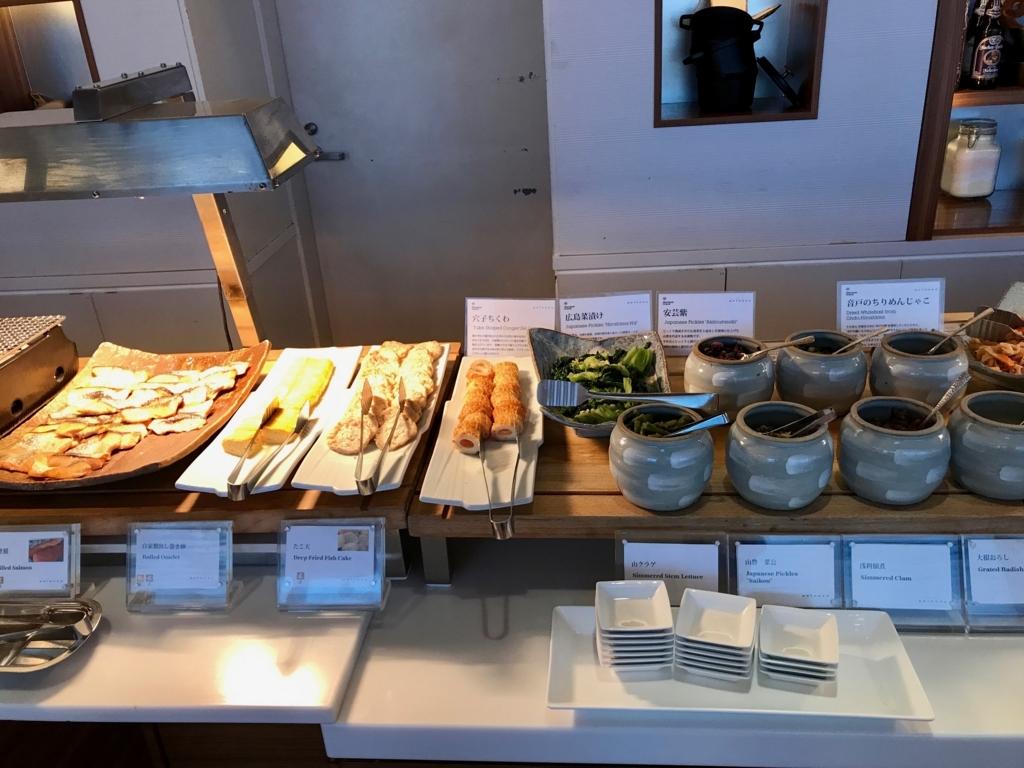 「シェラトングランドホテル広島」Lobby階ブリッジ 朝食ビュッフェ お魚、卵焼き等