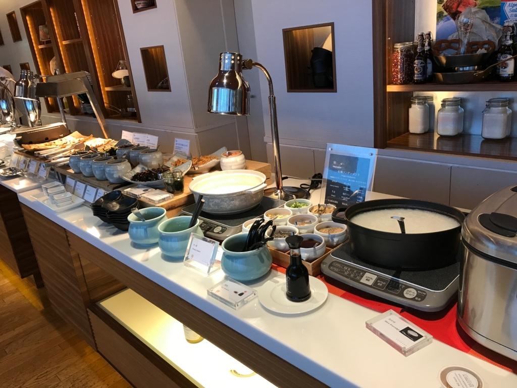 「シェラトングランドホテル広島」Lobby階ブリッジ 朝食ビュッフェ お粥、お豆腐