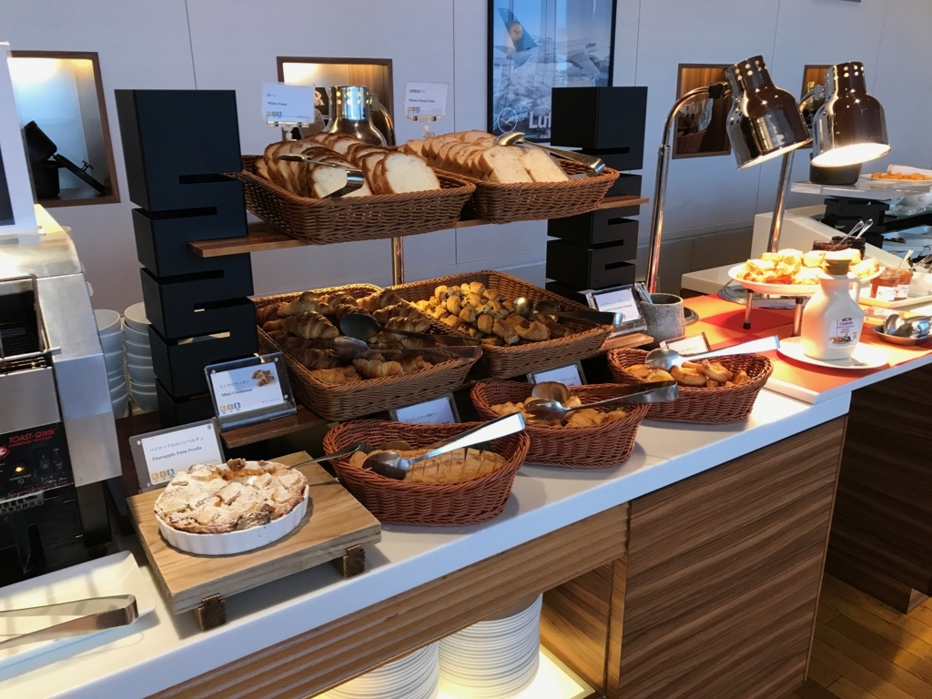 「シェラトングランドホテル広島」Lobby階ブリッジ 朝食ビュッフェ パン類