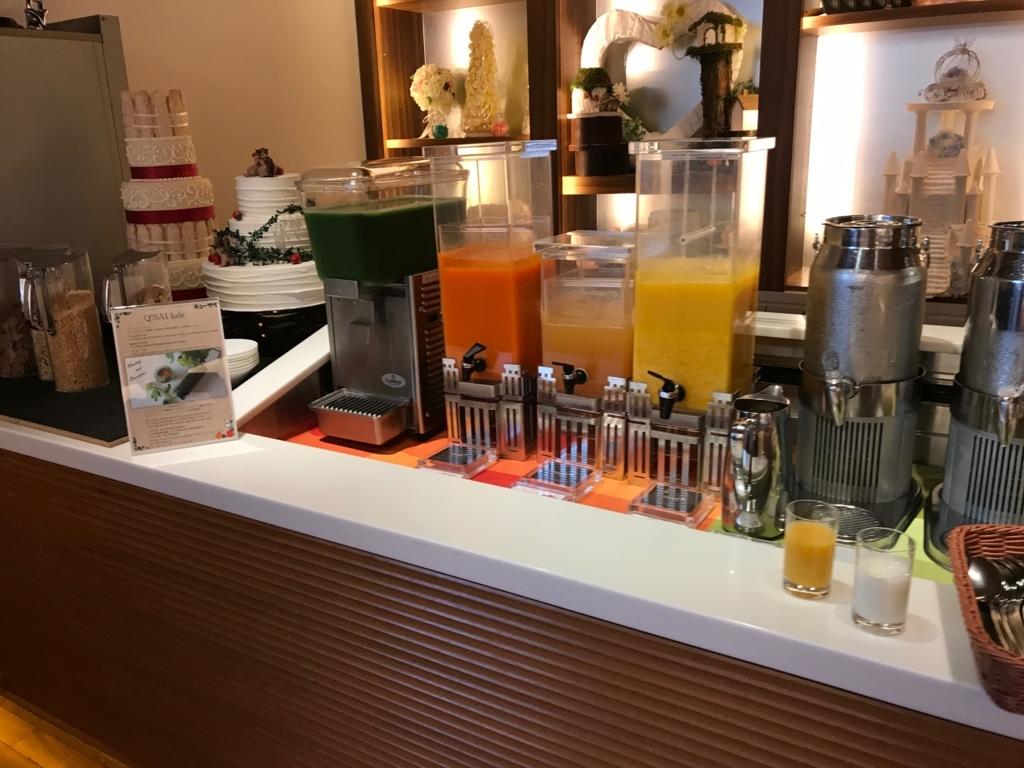 「シェラトングランドホテル広島」Lobby階ブリッジ 朝食ビュッフェ ドリンク類