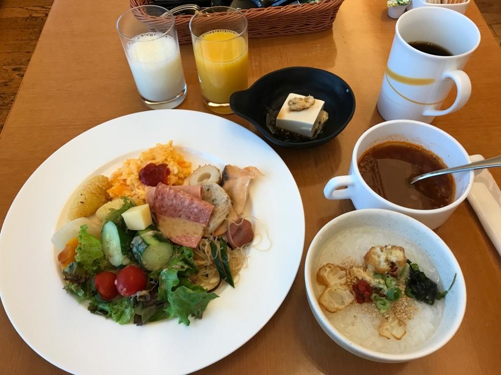 「シェラトングランドホテル広島」Lobby階ブリッジ 朝食ビュッフェ で朝食