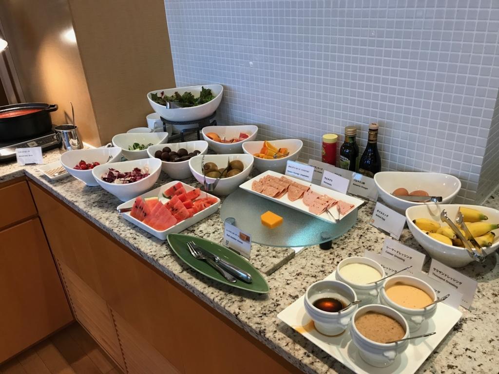 「シェラトングランドホテル広島」クラブラウンジ 軽朝食 ハム、卵、果物