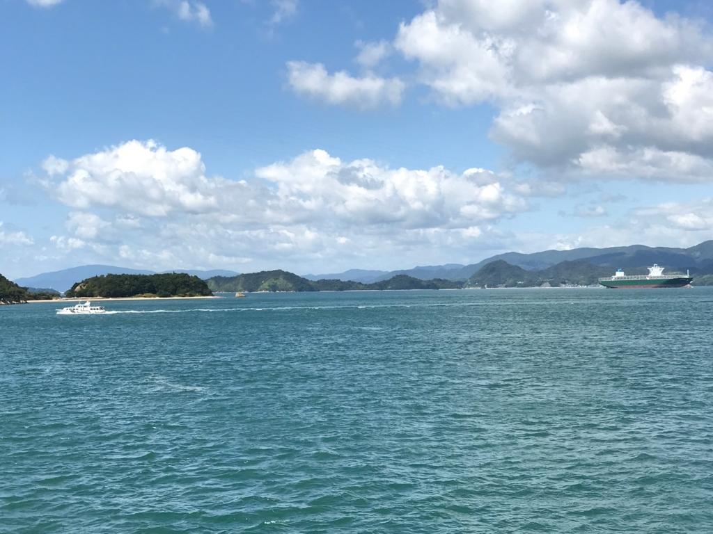 広島県 うさぎ島(大久野島)から忠海港へ フェリー 瀬戸内海の風景