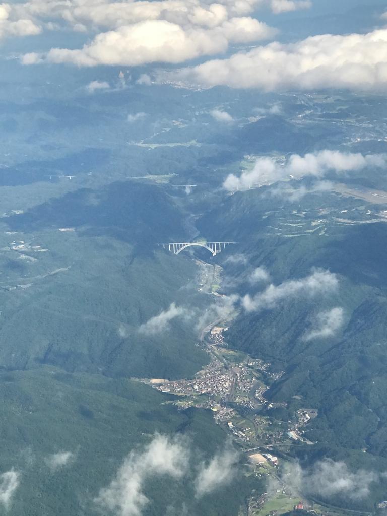 広島空港 ANA680便 離陸直後 窓からの風景