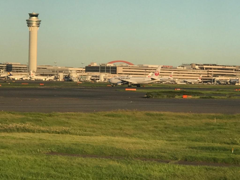 広島空港 ANA680便 羽田到着