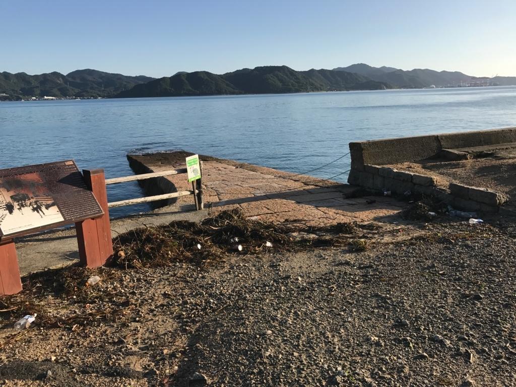 広島県 うさぎ島(大久野島)穏やかな時の 発電所近くの海