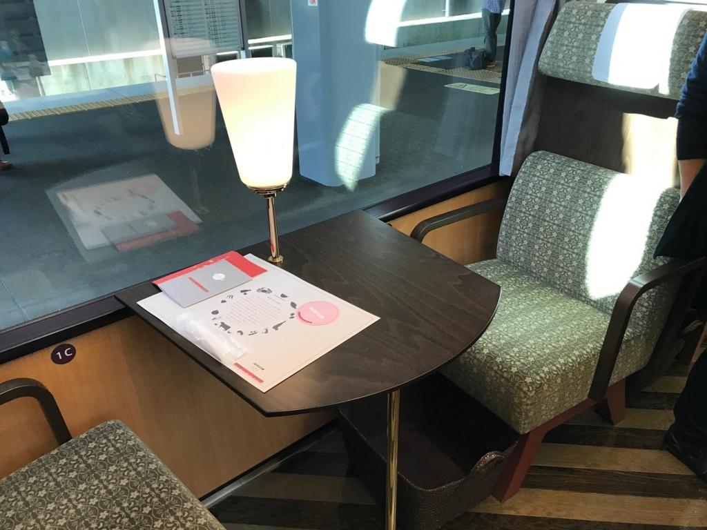えちごトキめき鉄道 「雪月花」2号車 テーブル席 座席
