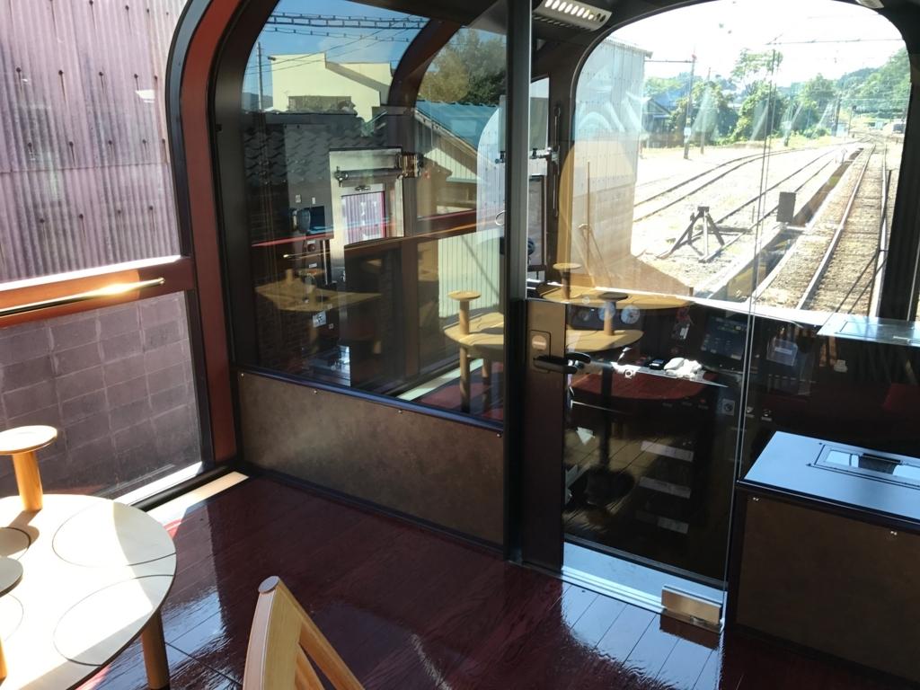 えちごトキめき鉄道 「雪月花」1号車 無料の展望ハイデッキ からの運転席