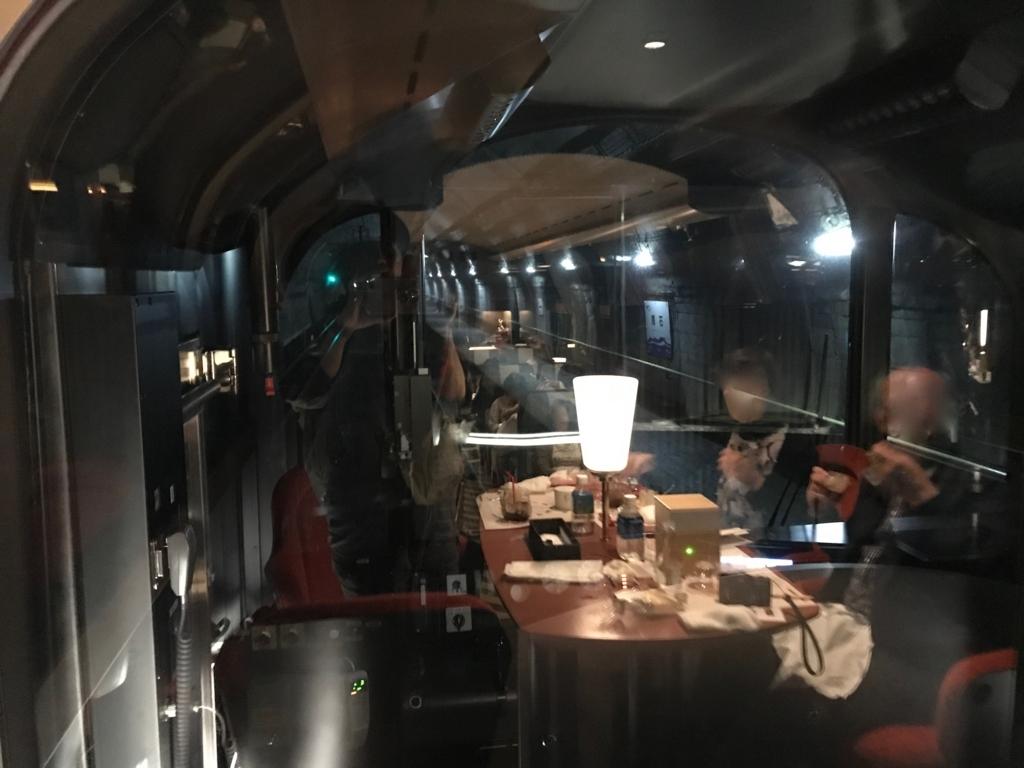 えちごトキめき鉄道 展望列車「雪月花」トンネル内の駅 筒石駅 徐行走行