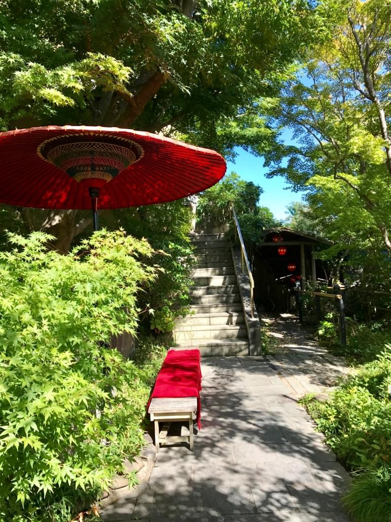 長野市料亭「雲上閣美山亭」庭には紅葉がいっぱい